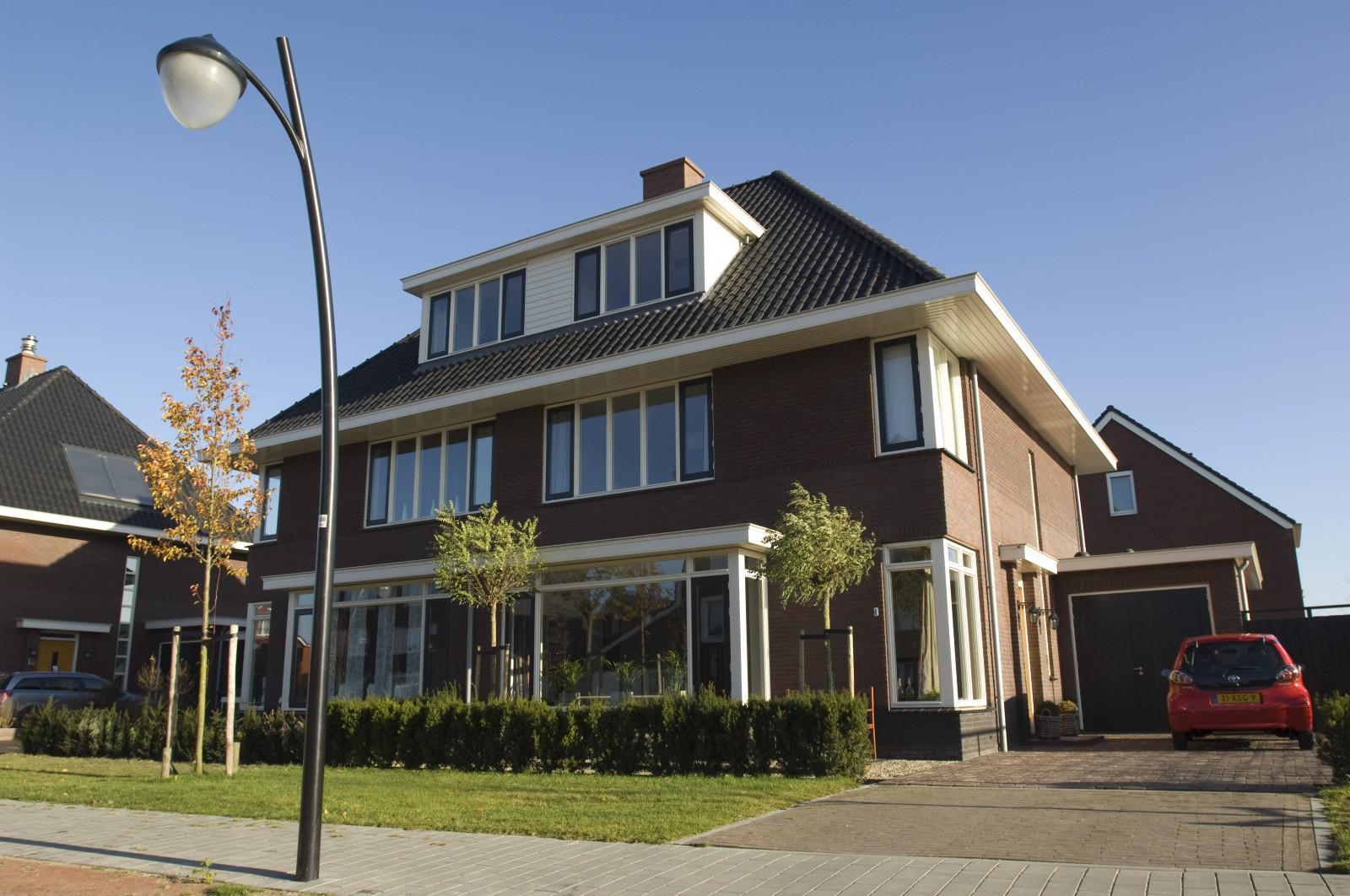 vier 2 onder 1 kap woningen bouwbedrijf huurdeman